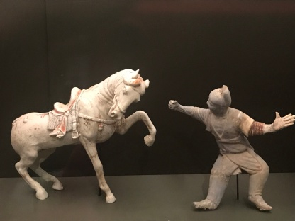 Loved the action in these figures of trainer and horse. Polychrome painted horse and rider, Tang dynasty, unearthed from Lanjiagou in Luoyang, Henan, Luoyang Museum collection.