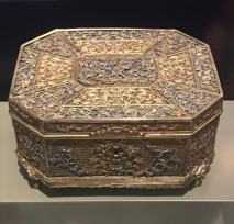 Note the incredibly fine enamelling. Gilt-silver filigree octagonal silver box, late 18th century to early 19th century, from the K.L. Leung Collection of Export Art.
