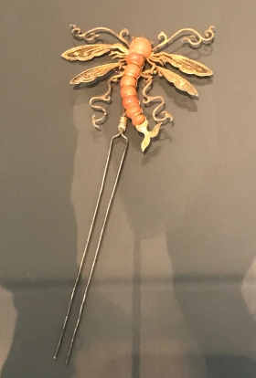 Filigree gilt-silver hairpin in dragonfly shape, Qing dynasty, on loan from Mengdiexuan Collection.